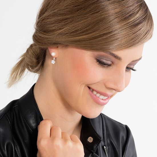 pearl ear studs from the Glam & Soul collection in the THOMAS SABO online store